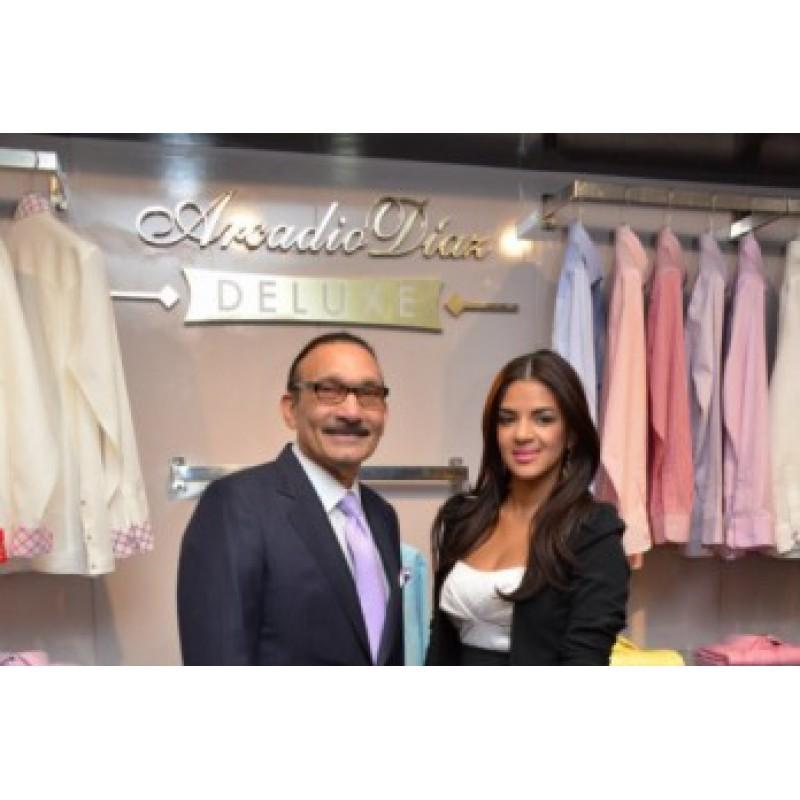Arcadio Díaz con presencia de su marca en tienda Efrata